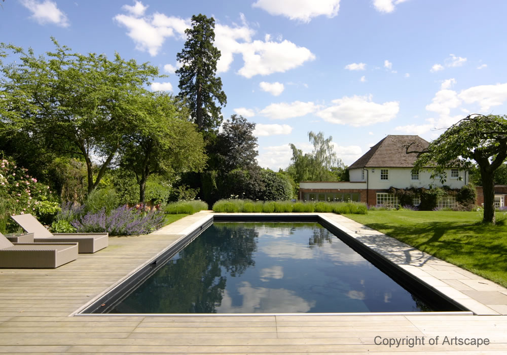 Garden design with contemporary swimming pool for Swimmingpool aufstellbecken pool